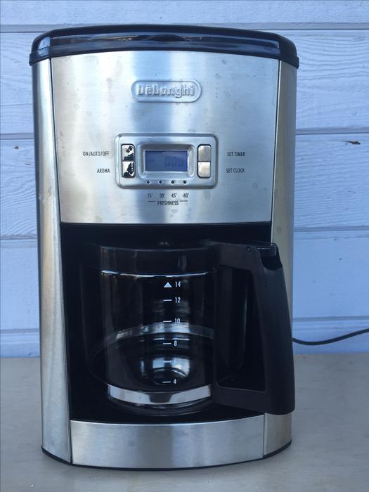 DeLonghi DC514T 14-Cup Programmable Drip Coffee Maker Saanich, Victoria
