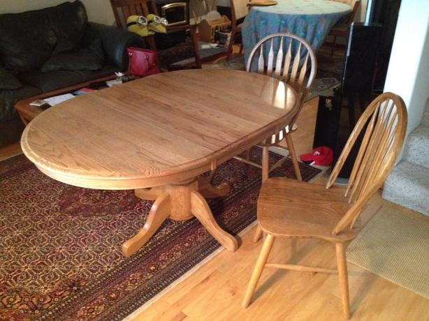 Oak dining room table and chairs outside victoria victoria for Dining room table 42 x 60