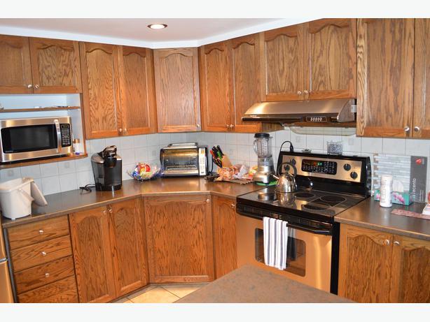 Kitchen cabinets and countertops kanata ottawa mobile for Kitchen cabinets ottawa