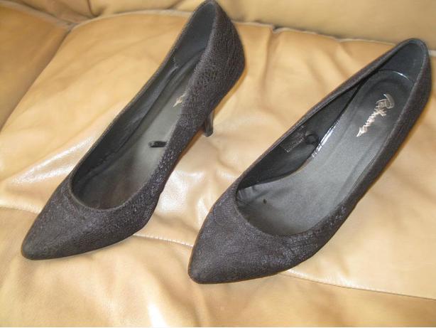 Woman's Black Shoes - size 9
