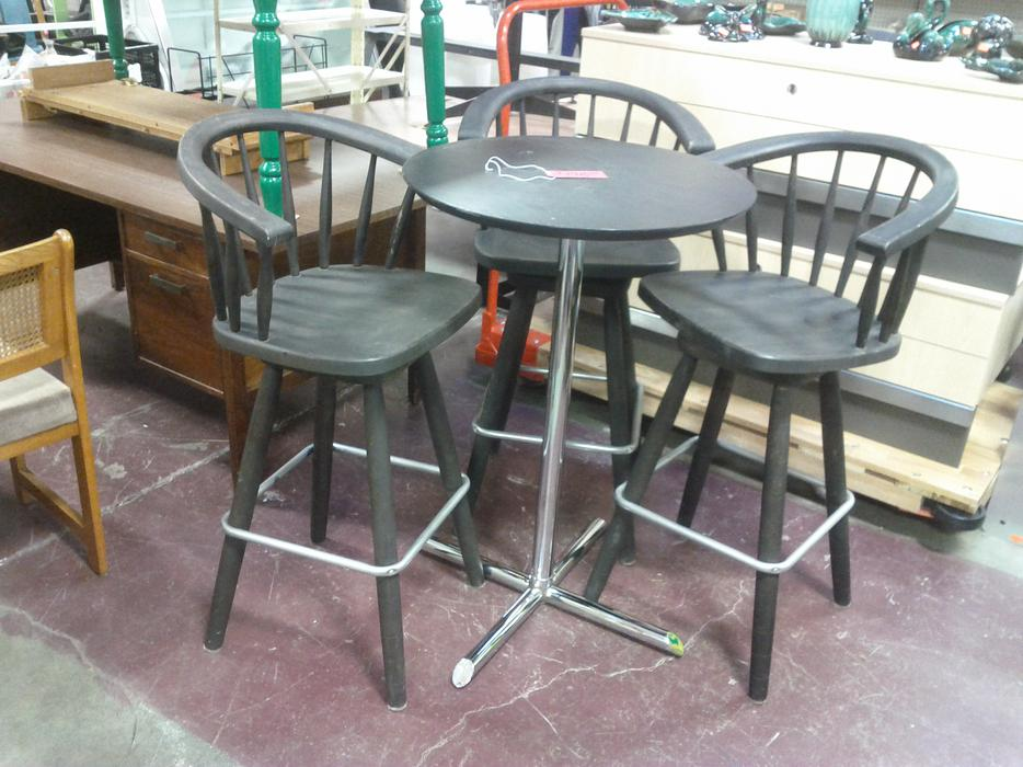 Bar High Table and 3 Stools Ladysmith Cowichan MOBILE : 48807995934 from www.usedcowichan.com size 934 x 700 jpeg 96kB