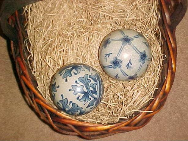DECORATIVE CERAMIC BALLS