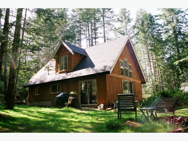 Rare find country cabin near prospect lake oprn house for Log cabins victoria