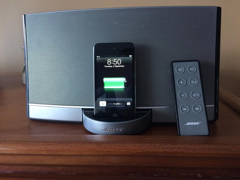 bose docking station 4 gen 64g ipod touch w case north. Black Bedroom Furniture Sets. Home Design Ideas