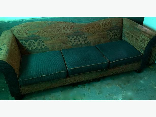 Free Sofa For You To Pick Up Oak Bay Victoria