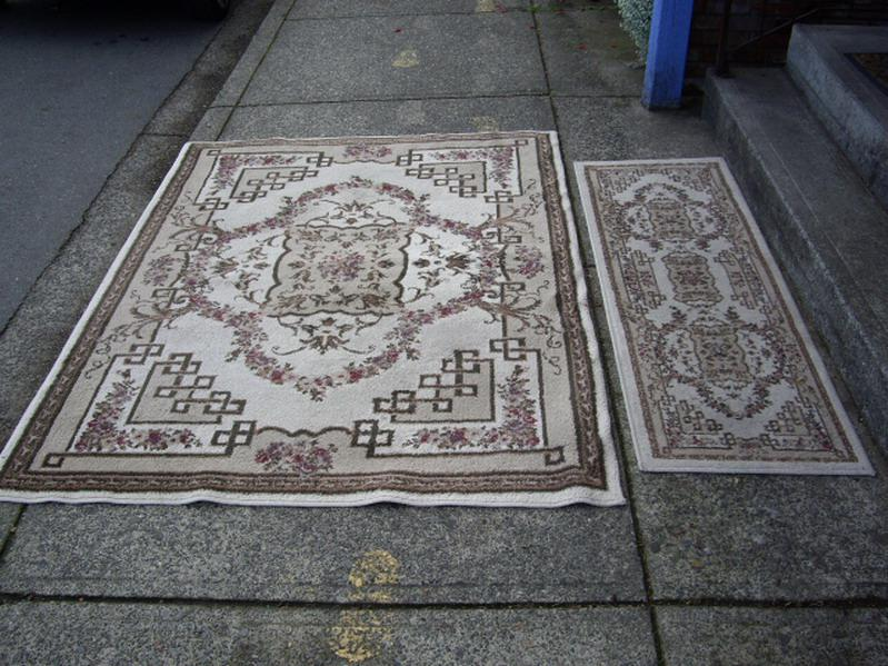 5 39 x 8 39 beige patterned rug with matching runner outside nanaimo nanaimo - Rugs and runners to match ...