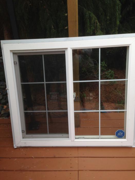 Double pane vinyl window with screen 40 1 2 x 46 1 2 for Double pane vinyl windows