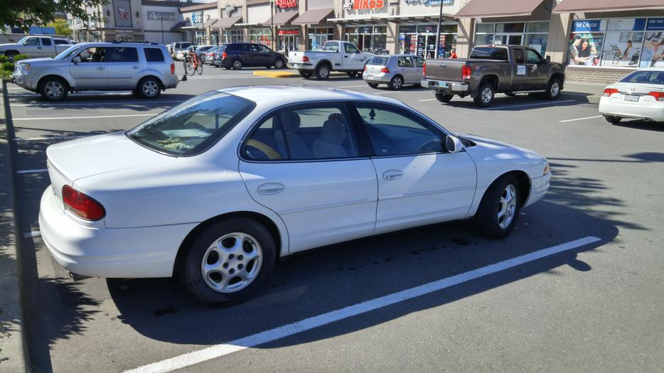 Oldsmobile Intrigue 1997 2500 Obo Outside Nanaimo