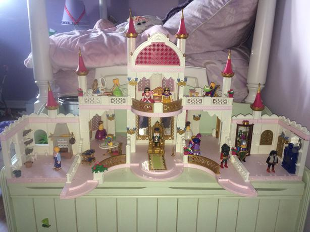 Playmobil magic castle 4250 complete with add on sets for Chateau playmobil 4250