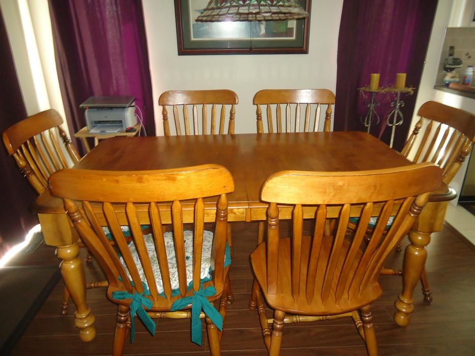 OAK DINING ROOM SET WITH 6 CHAIRS Outside Ottawa/Gatineau