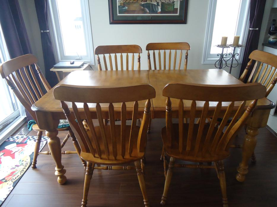 Oak dining room set with chairs outside ottawa gatineau