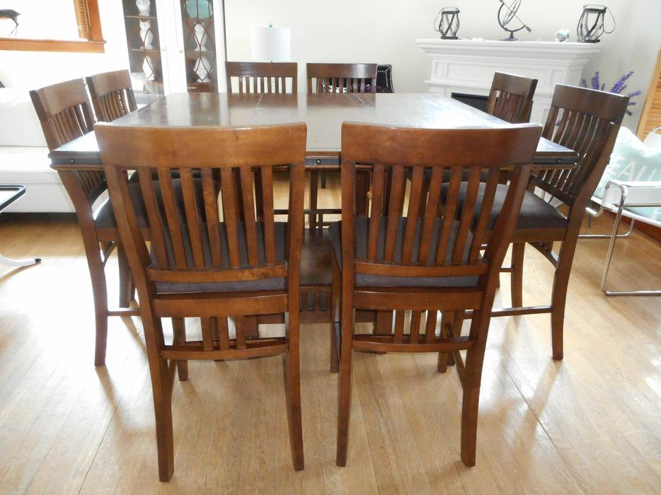 GORGEOUS HUGE PUB HEIGHT DINING SET SEATS 8 CAN DELIVER Rideau Townsh