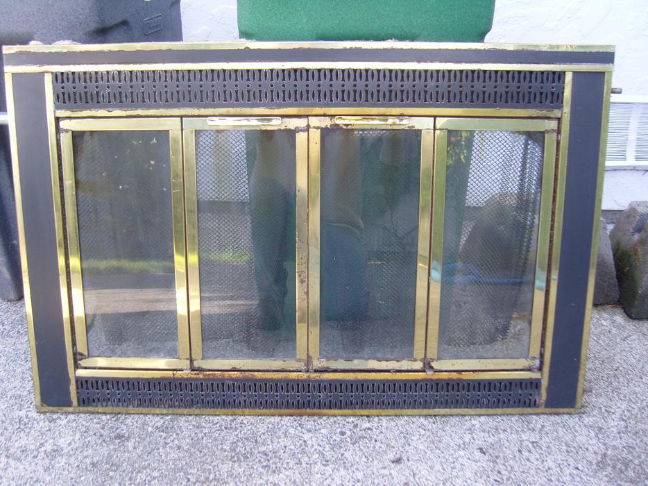 Fireplace screen with glass doors saanich victoria for Bella retractable screen door