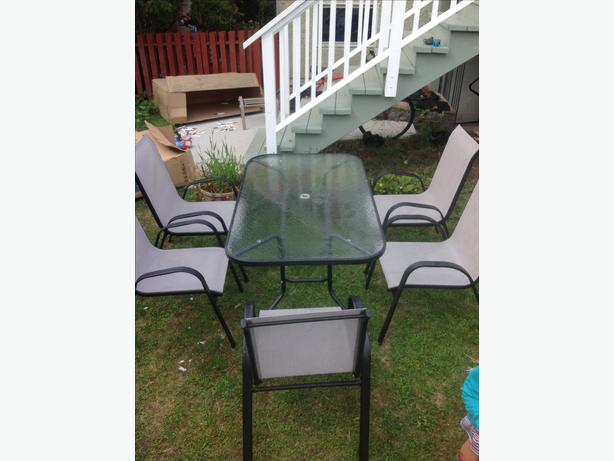 Patio dining set victoria city victoria for Used patio dining sets