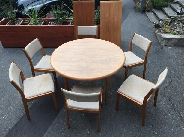 Teak round table with 2 leaves and 6 chairs victoria city victoria - Round teak table and chairs ...
