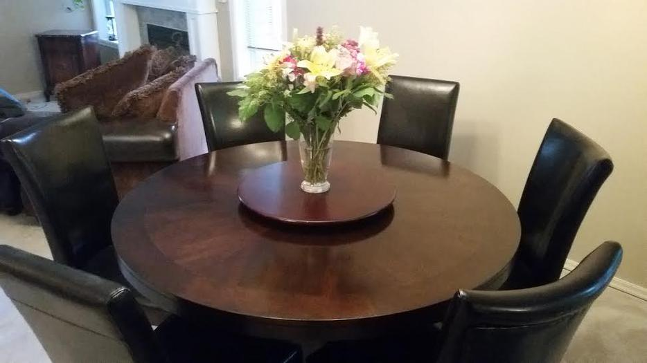 Round Dining Room Table and 6 Chairs North Saanich  : 48903478934 from www.usedvictoria.com size 934 x 525 jpeg 43kB