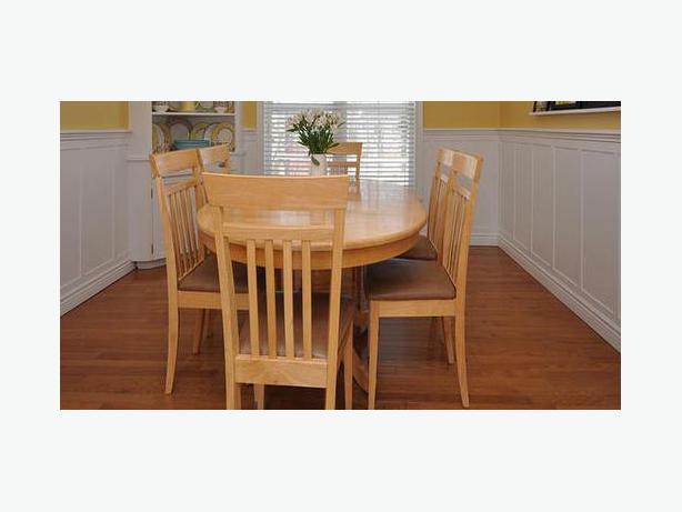 NEW PRICE Dining Room Pedestal Table With Extension Leaf 6 Chairs West