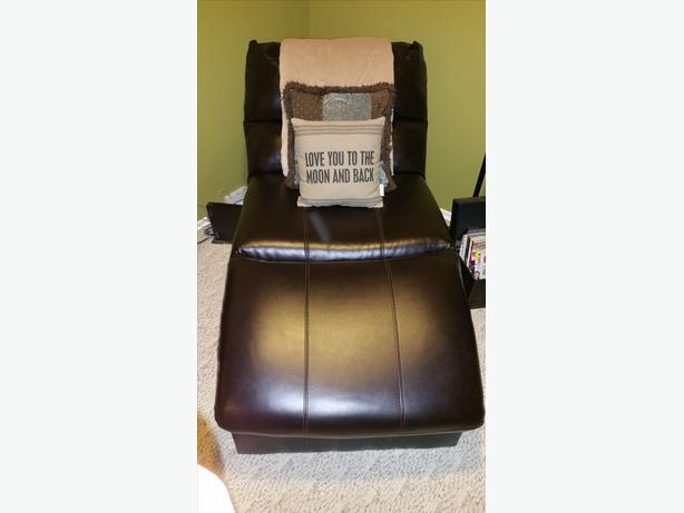 Ashley furniture faux leather chaise lounge south regina for Ashley furniture leather chaise