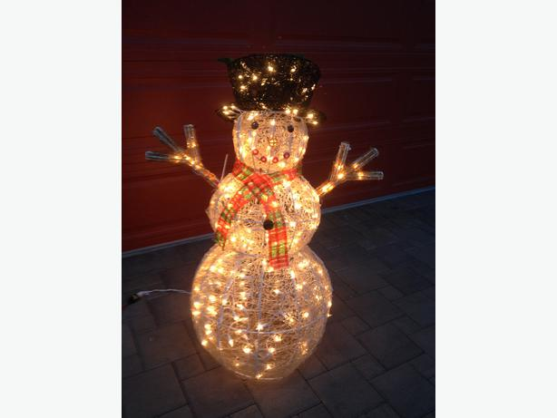 Large outdoor christmas decorations saanich victoria for Large outdoor christmas decorations