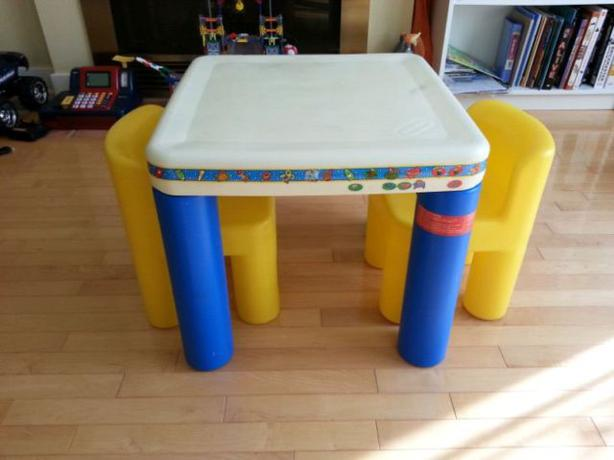 Little Tikes Kids Table With 2 Chairs Kanata Ottawa MOBILE
