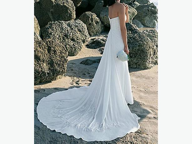 Reduced alfred angelo wedding gown west shore for Where can i get my wedding dress steamed