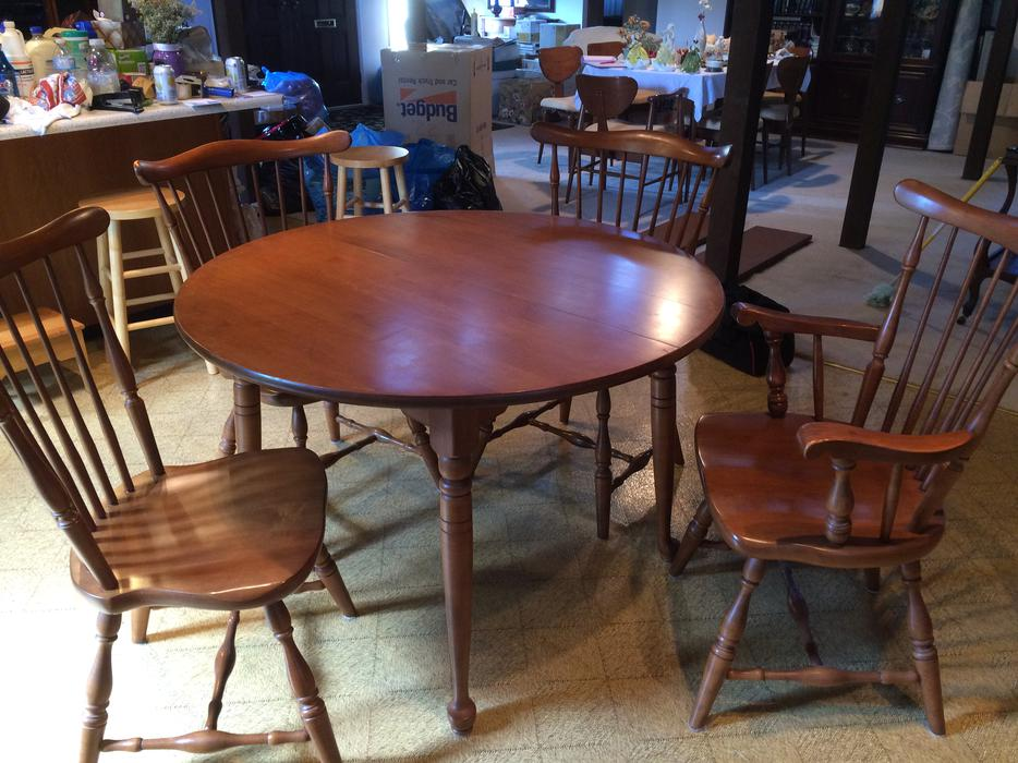 Vilas solid maple table 2 leaves and 4 chairs saanich for Dining room tables victoria bc