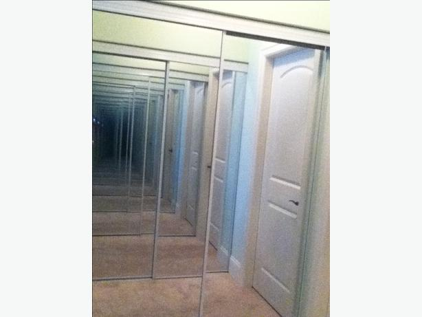 Mirrored 5 foot sliding doors parksville parksville for Five foot sliding glass door