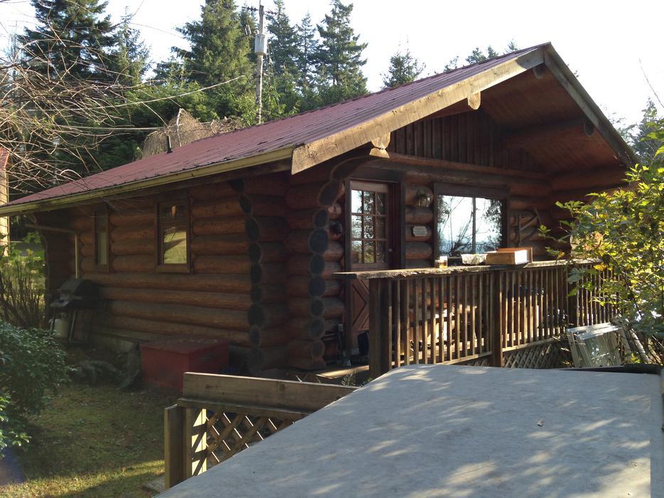 Beautiful log cabin otter point coastline sooke victoria for Log cabins victoria