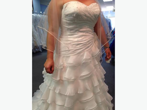 NEW SIZE 10 WEDDING DRESS