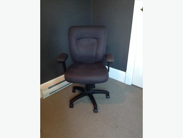Desk office chair victoria city victoria for Super comfy office chair