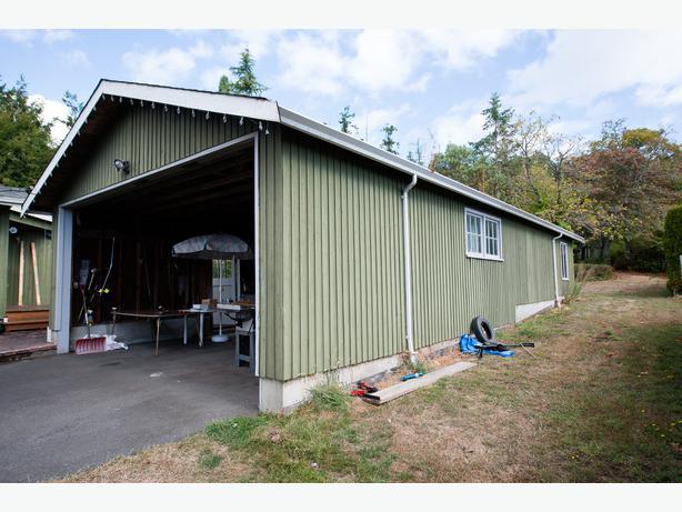 garage storage space for rent north saanich sidney victoria. Black Bedroom Furniture Sets. Home Design Ideas