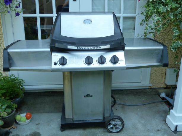 natural gas napoleon ultra chef barbeque price reduced. Black Bedroom Furniture Sets. Home Design Ideas