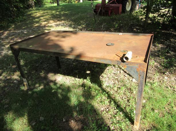 Steel workbench with oil drain