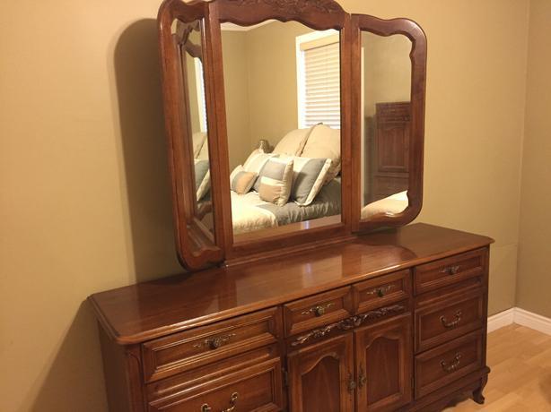 Queen bedroom set queens county pei for Bedroom furniture queens ny