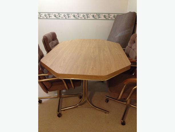 Dining table 4 swivel chairs nepean ottawa mobile for Dining room table with swivel chairs