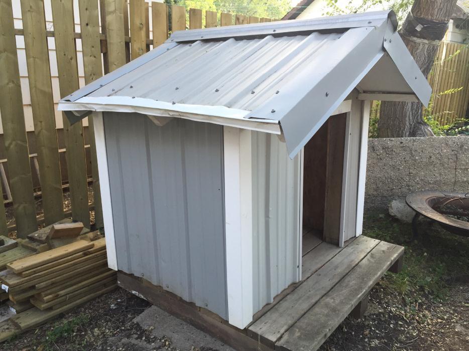 Large insulated dog house west regina regina for Large insulated dog house