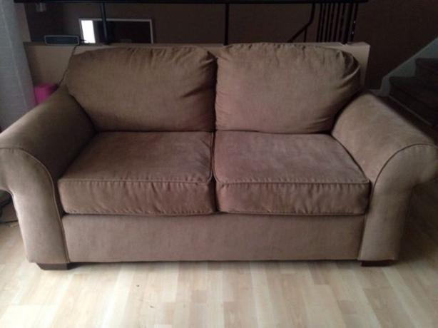 couch sofa with matching loveseat Know your furniture: sofa, loveseat a couch or sofa is a piece of furniture for seating two describe a furniture set consisting of a sofa with two matching.