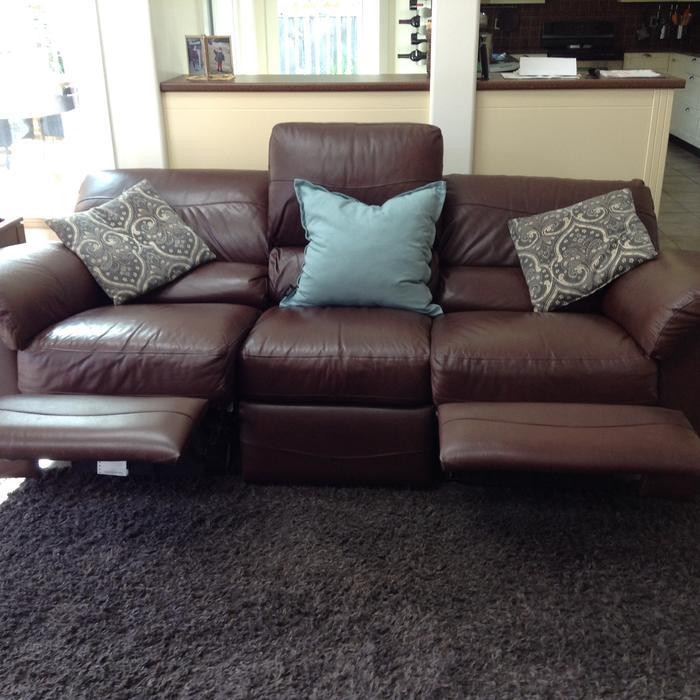 White Leather Sofas Montreal: Lay Z Boy, Full Leather Sofa. Parksville, Nanaimo