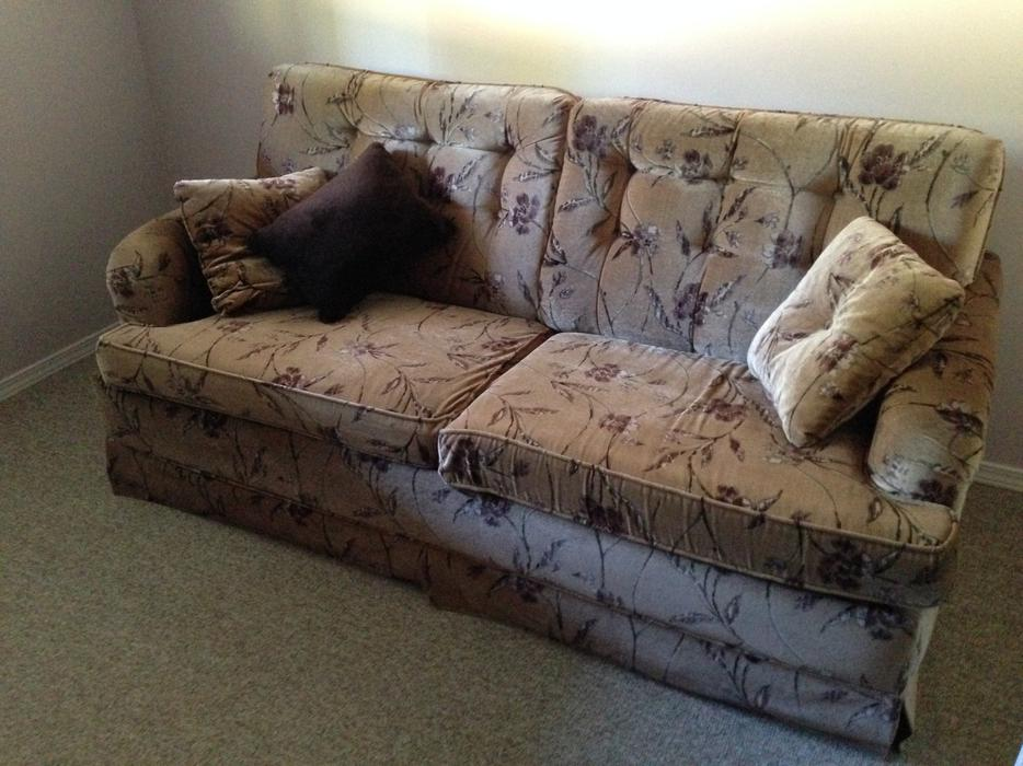 Free sofa bed couch sooke victoria mobile for Sofa bed victoria bc