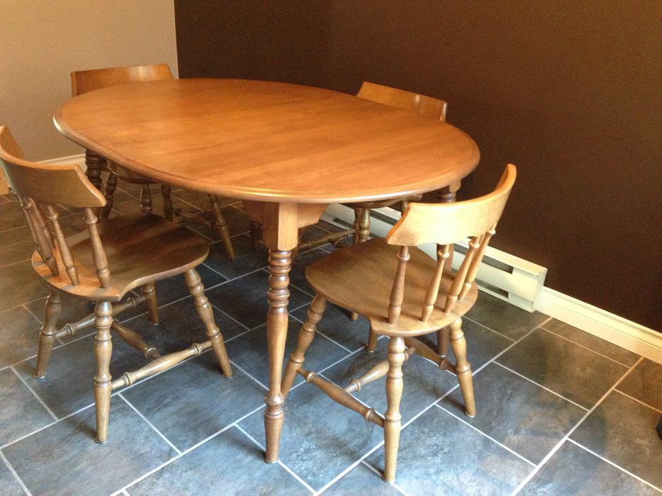 Rustic maple dining room table chairs hutch sooke victoria for Dining room tables victoria