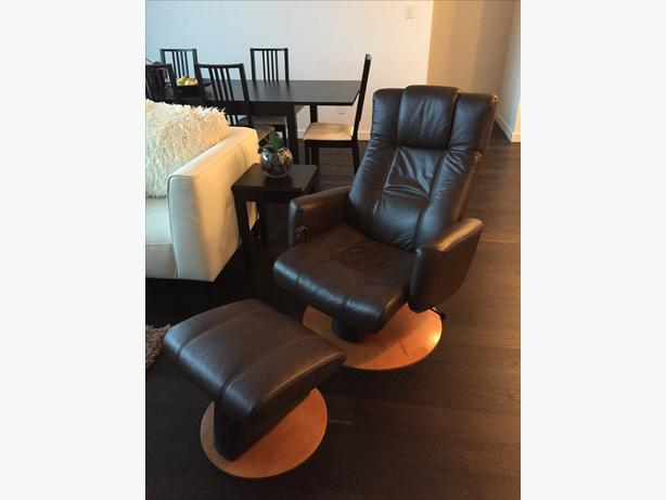 Merveilleux 2010 Palliser Reclining Brown Leather Swivelling And Gliding Chair + Ottoman