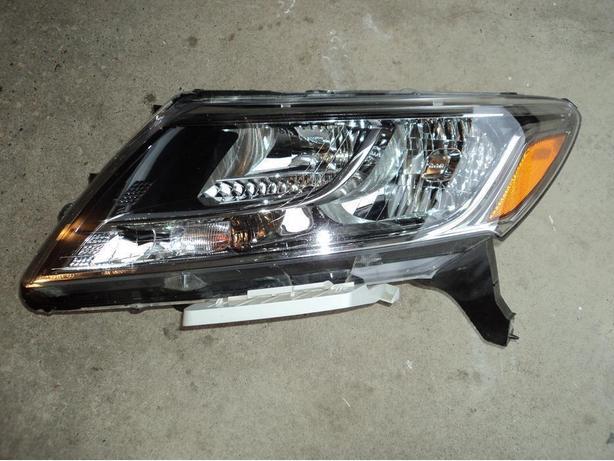 2014 Nissan Pathfinder left head light