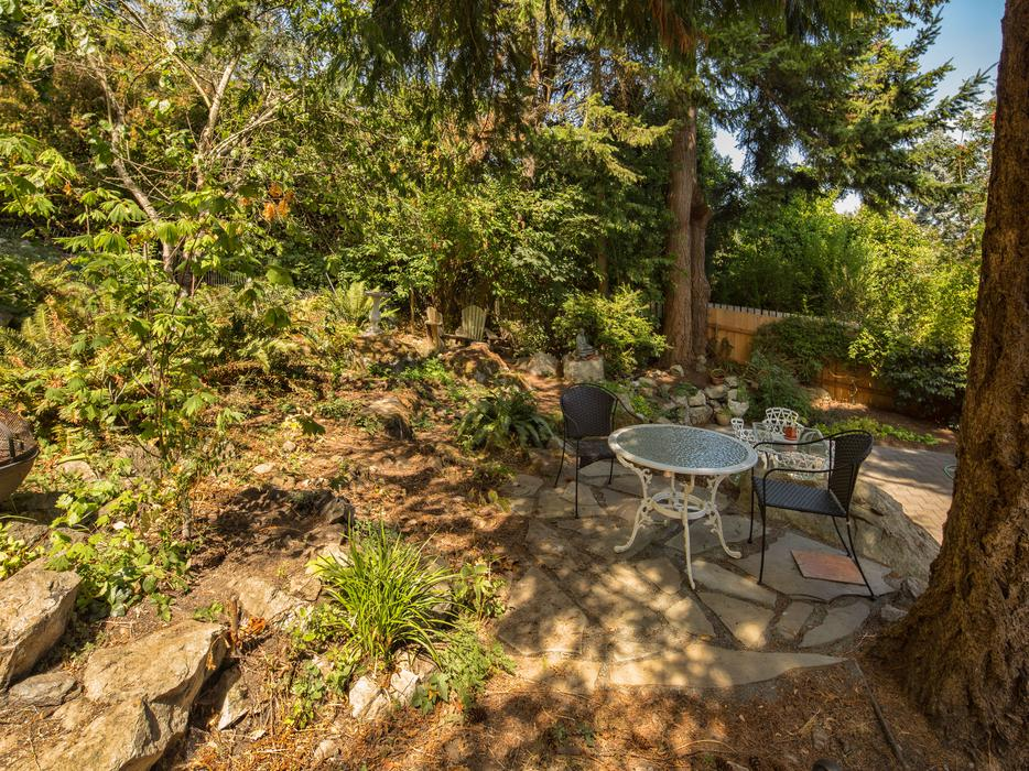 Open house saturday 2 4 at 350 king george terr oak bay for King s fish house mission valley