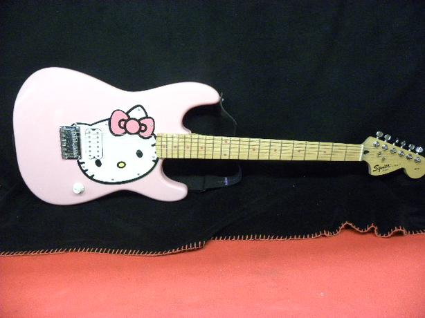 pink fender hello kitty guitar with fender soft case victoria city victoria. Black Bedroom Furniture Sets. Home Design Ideas