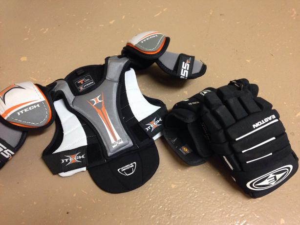 Hockey gloves & Chest protector