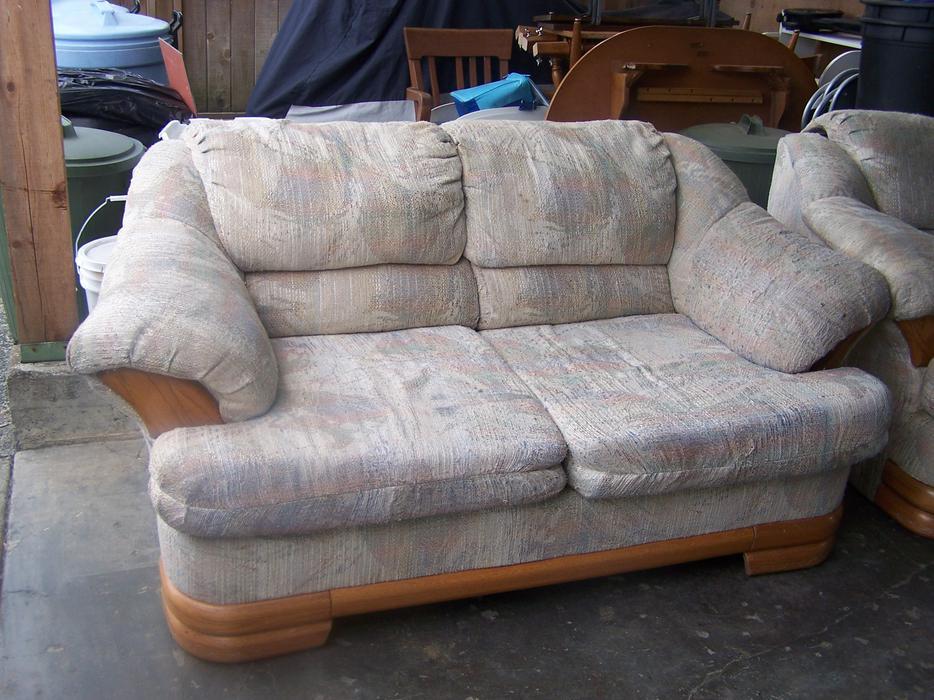 Matching Couch And Loveseat Outside Nanaimo Nanaimo