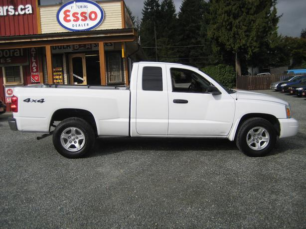 2006 dodge dakota ext cab 4x4 v6 automatic recent rear brakes cobble hill cowichan mobile. Black Bedroom Furniture Sets. Home Design Ideas