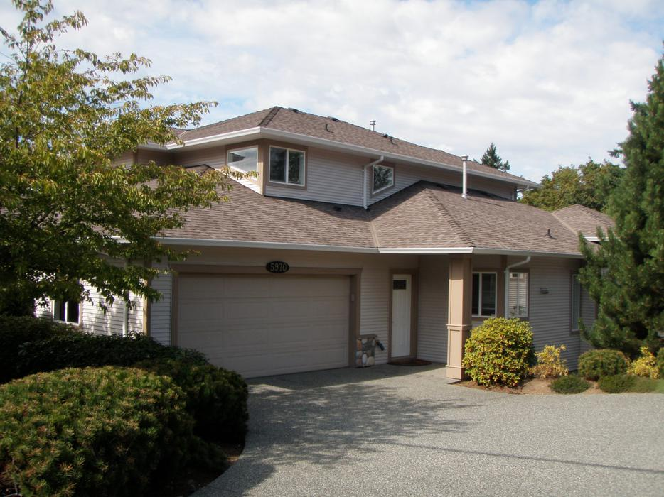 Executive townhouse with double garage 5970 nelson rd for Townhouse plans with double garage