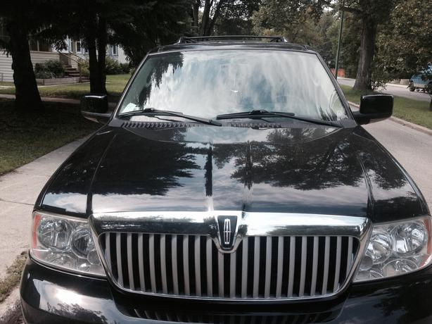 priced to sell asap 2005 lincoln navigator ultimate suv for sale west kildonan garden city. Black Bedroom Furniture Sets. Home Design Ideas