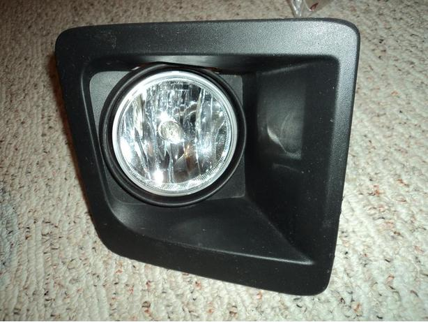 2015 Chevrolet or GMC right fog light with bezel